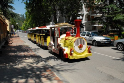 6 tourist trains will ride guests in Albena by the sea and 2 in Varna