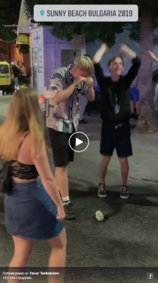 Sunny Beach: The resort of intoxicated oligophrenes! Danish tourists trying to break up a can of beer with head (video)