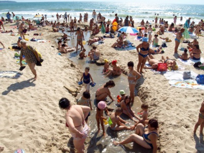 Russians, Romanians and Serbs rank the most undisciplined beach tourists